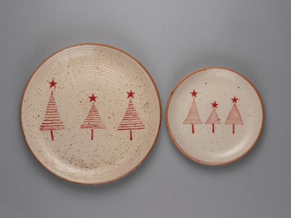 festive-feast-terravida-christmas-tree-plates