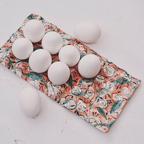 vivikoh-studio-egg-tray-hand-painted-ceramics